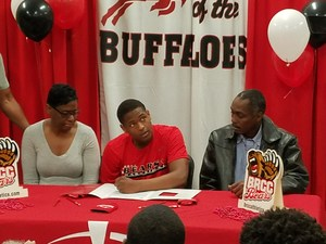 Photo: Terry Johnson Signed With Baton Rouge Community College