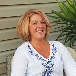 Julie Hatch's Profile Photo