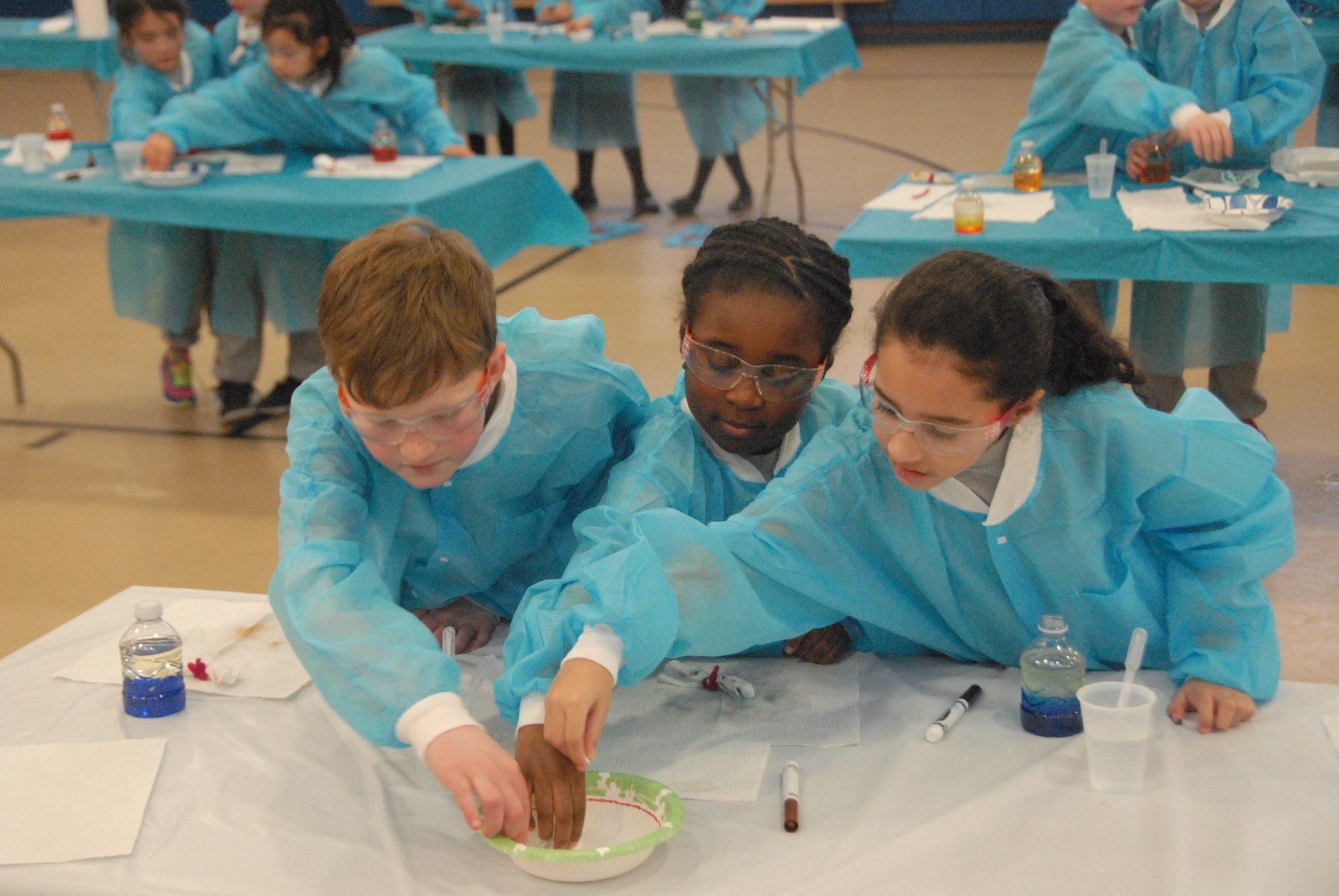 Students perform experiment at STEM day