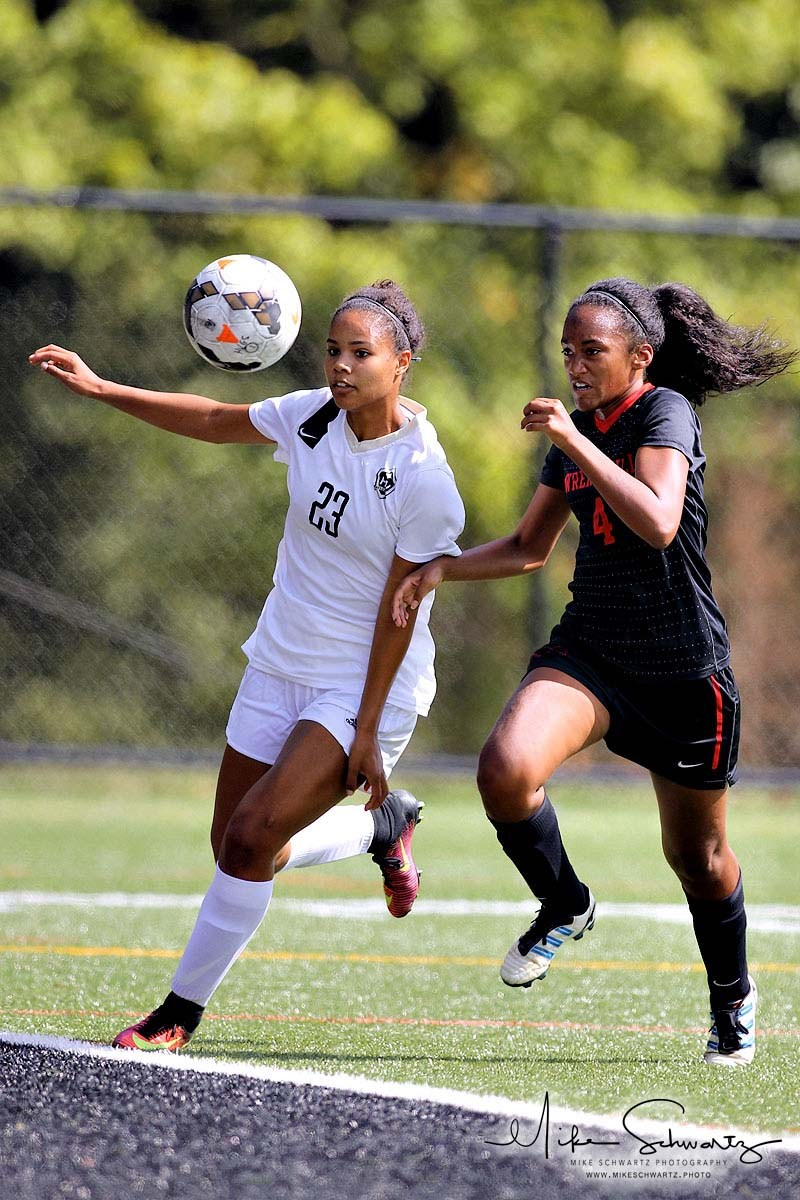 CHS girls soccer player outraces an opponent