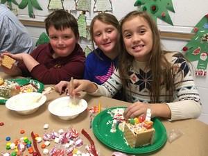 DTSD - 3rd Grade Gingerbread House Building Bonanza 5.jpg
