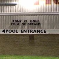Sign directing people to pool entrance