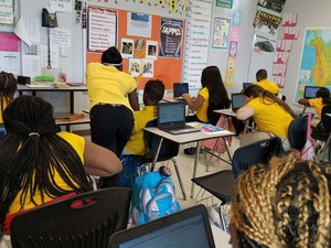 Bush's Students Using Laptops