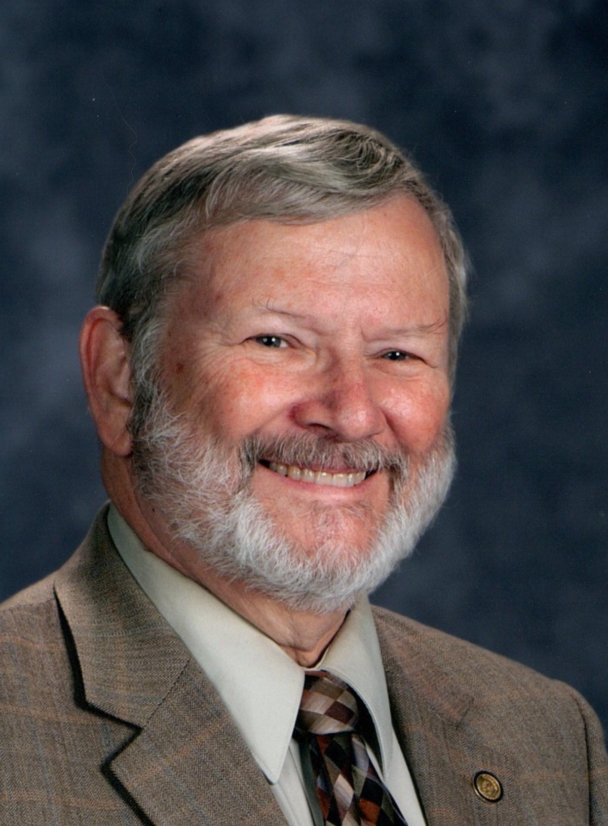 Dr. Merritt Hemenway Head Shot