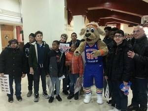 Students with the mascot