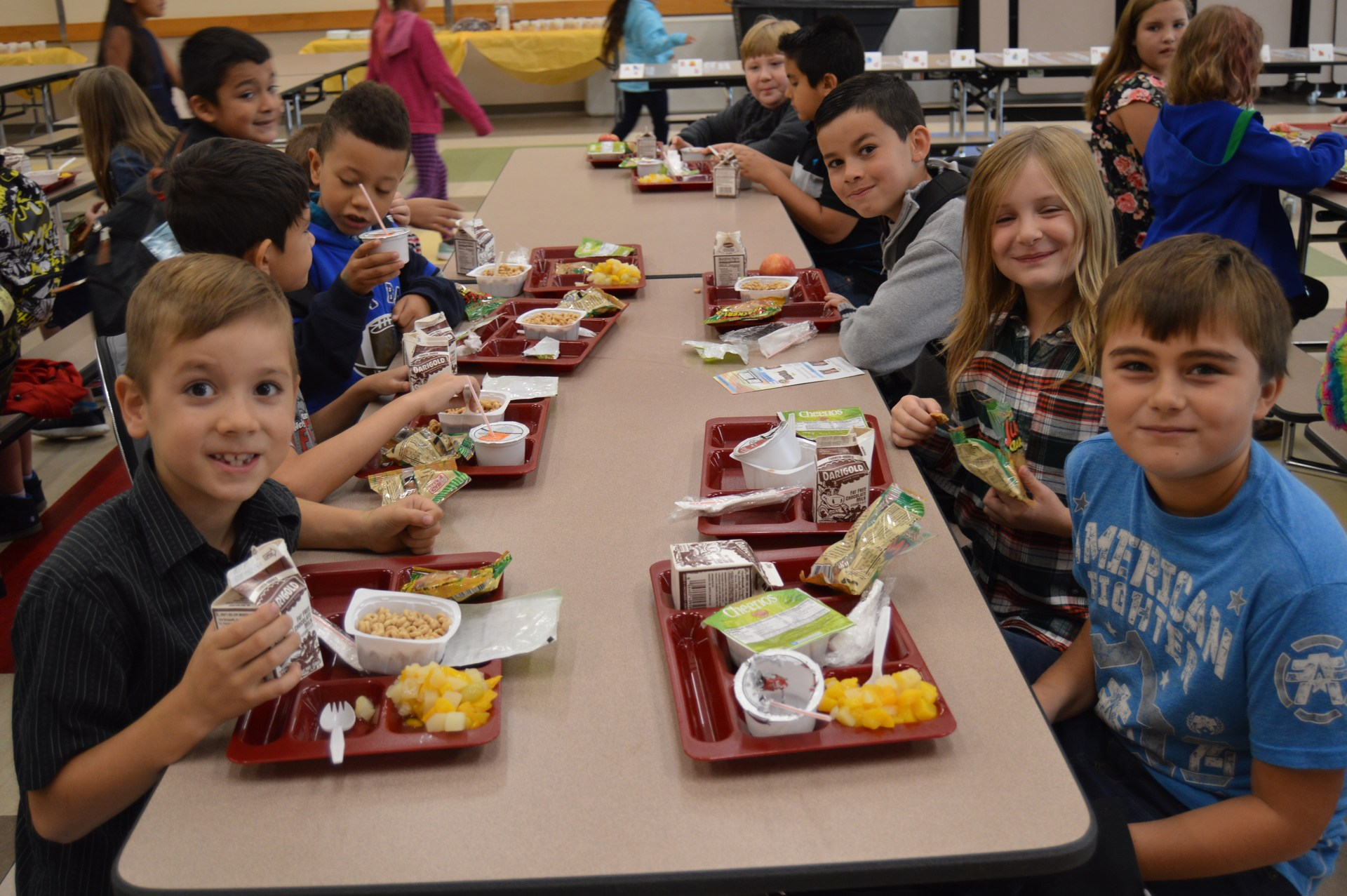 kids at a table eating lunch