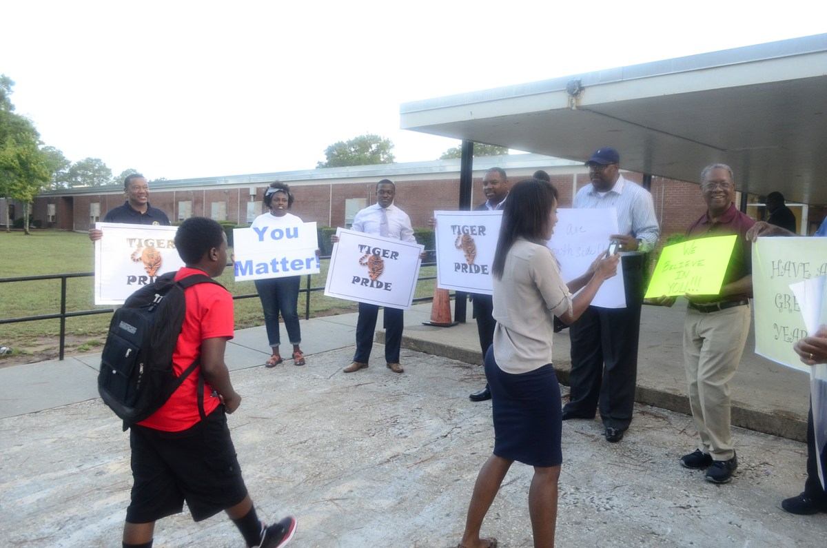 dougherty county school system southside middle school welcomes students back in style
