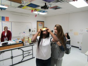 Biology Students Use Foldscope