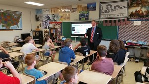 Judge Pickering discusses 14th Amendment with 8th grade - 2.jpg