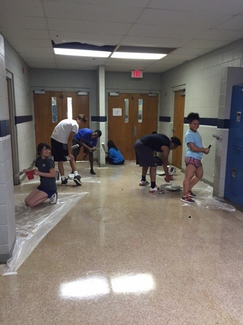 Student Council Members decorating the halls